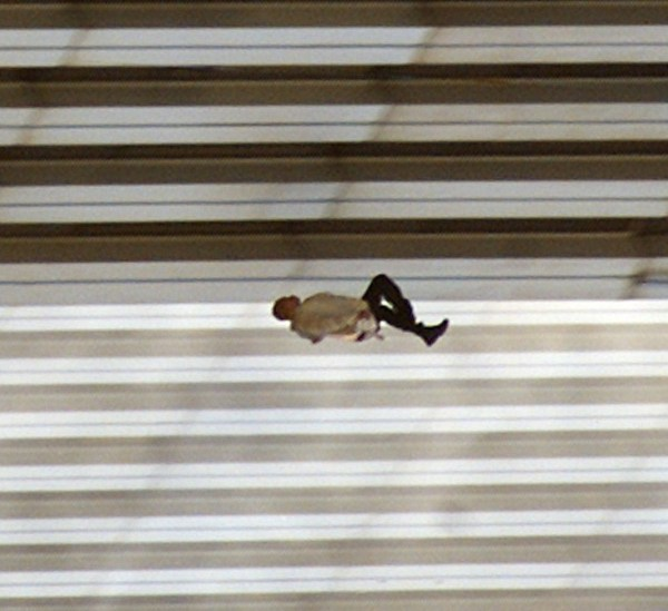 The Falling Man - Stop the fall: 90 degrees, clockwise - Richard Drew - N.Y. 11 settembre 2011