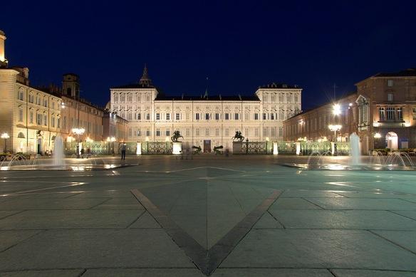 Torino -  Piazza Castello di notte